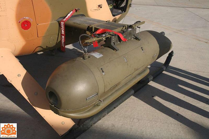 Установленный на держателе пулеметный контейнер FN Herstal Heavy Machine Gun Pod (HMP-400)