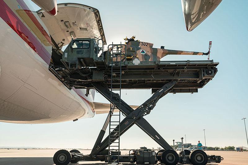 MD-530F N302 loade in Boeing-747