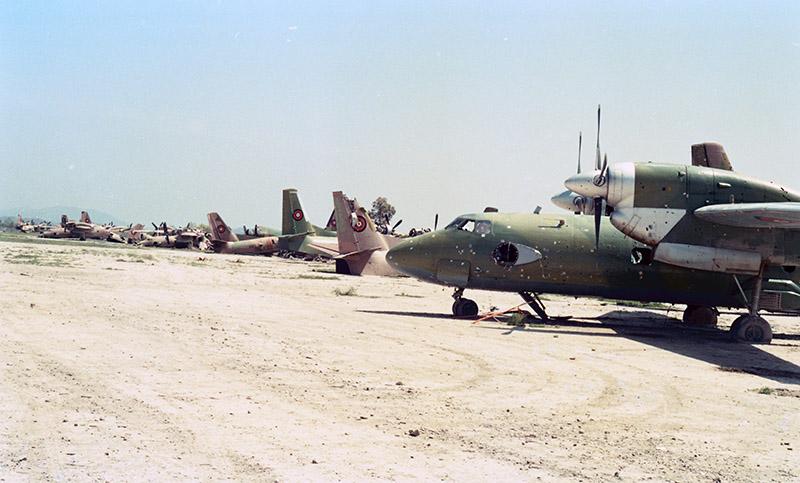 Афганский Ан-32 N307 на фоне других отлетавшихся бортов