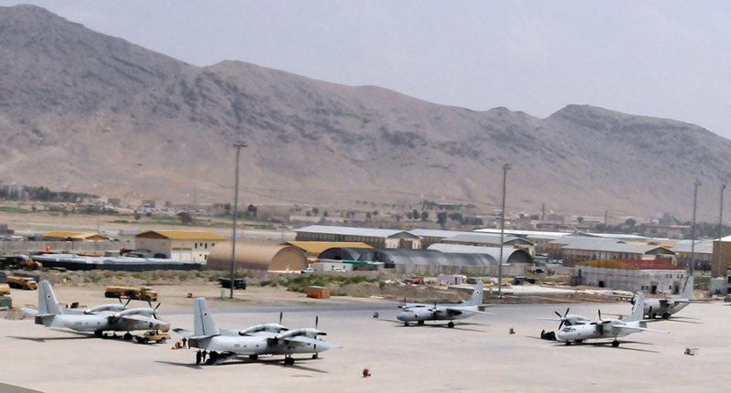 Ан-32 в аэропорту Кабула в 2010 году