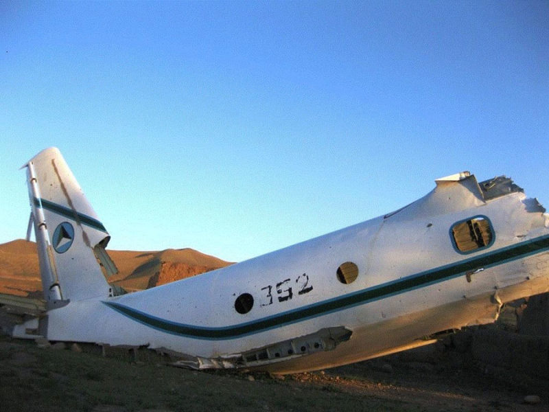 Обломки Ан-32 N352 разбившегося при посадке в Бамиане