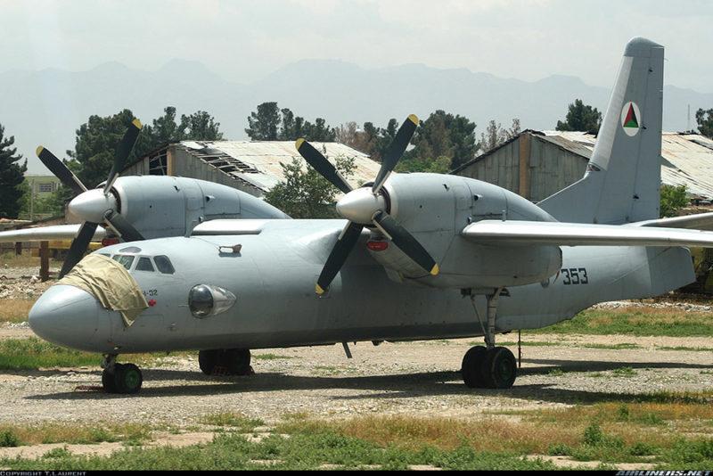 Ан-32 N353 в мае 2005