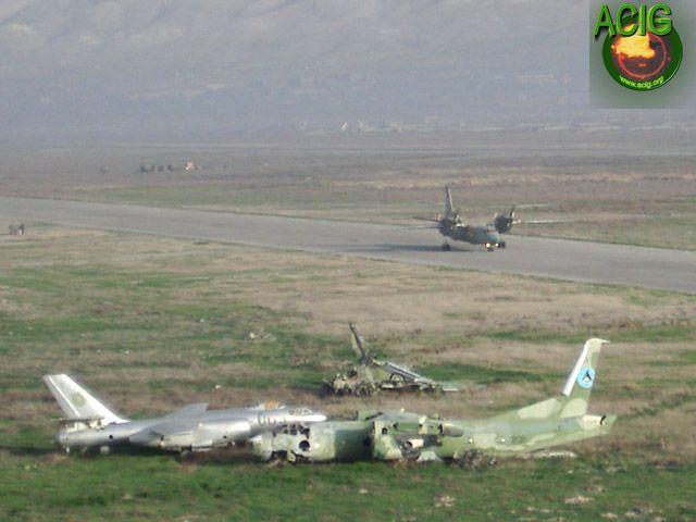 Два афганских Ан-32 - один взлетающий, второй разбитый