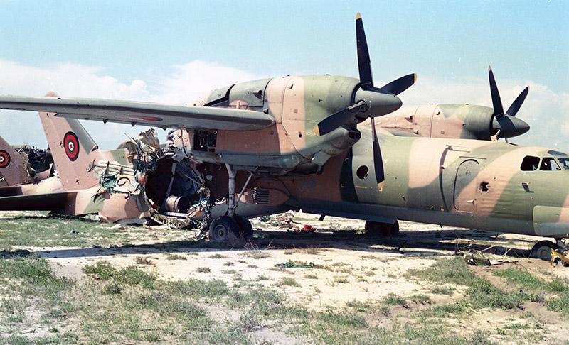 Афганский Ан-32 с практически оторванным хвостом