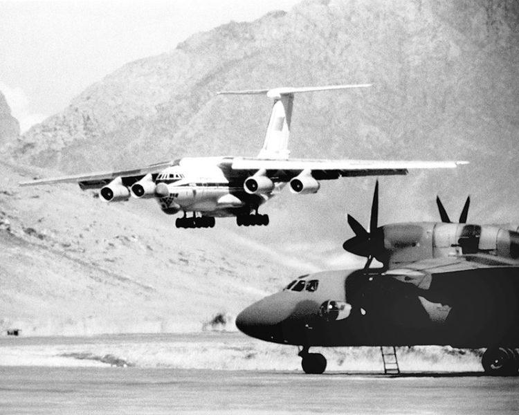 Советский Ил-76 и афганский Ан-32
