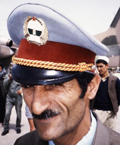 Афганский офицер на фоне Ан-32