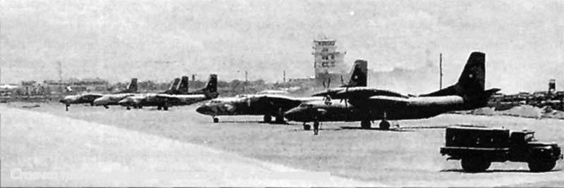 Афганский Ан-32 на стоянке аэропорта Кабула