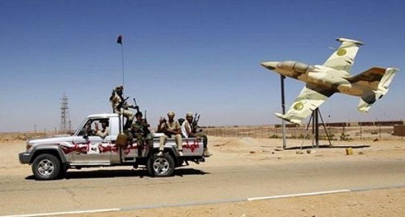 Боевики въезжают на авиабазу Jalloud в городе Брак