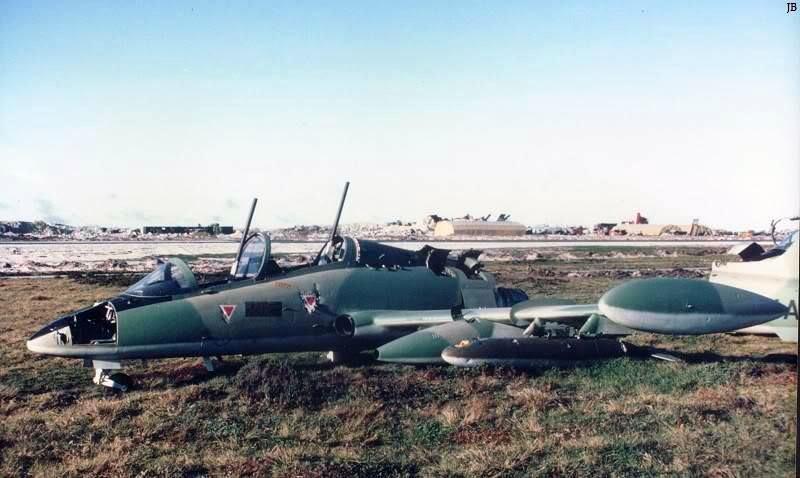 Раздербаненный Aermacchi MB-339A 4-A-110