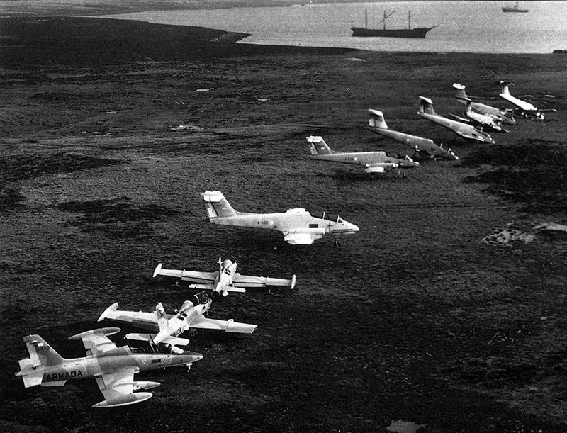 Три Аэромакки MB-339 ставшие трофеями противника в одном ряду с Пукарами