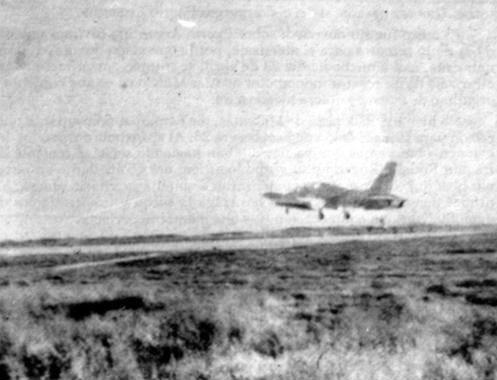Aermacchi MB-339A в взлетает с захваченного аэродрома на Фолклендских островах