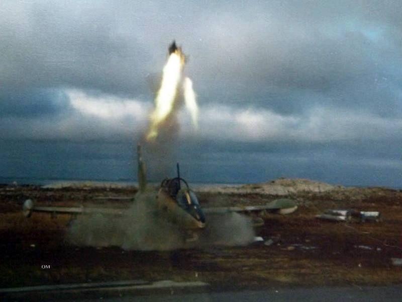 Отстрел англичанами катапультного кресла на трофейном MB-339A
