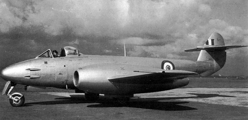 Построенный для Египта Meteor F-4 на британском аэроброме