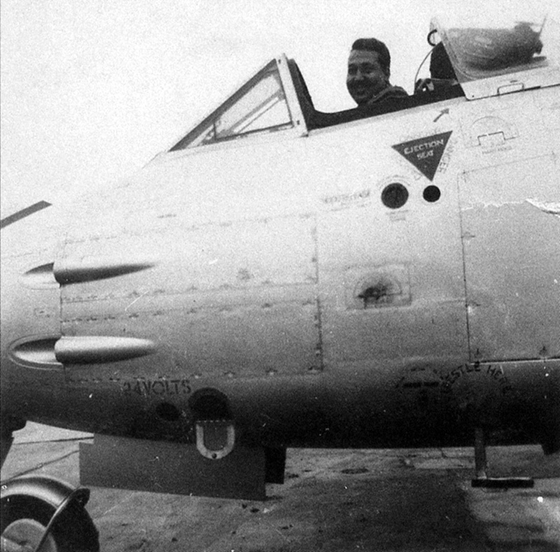 Shalabi Al Hinnawy в кабине египетского Метеора F-8