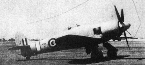Египетский Fury N711 на аэродроме