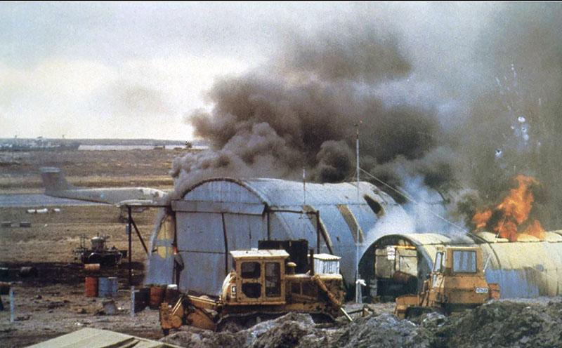 Ангар с запчастями для Airmacchi MB-339 и прочим имуществом после авиаудара англичан