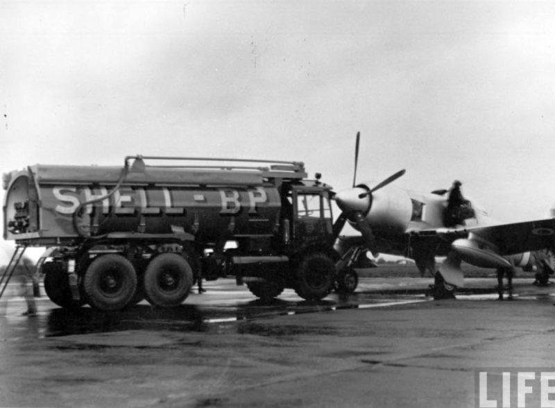 Дозаправка на Мальте Hawker Fury N703