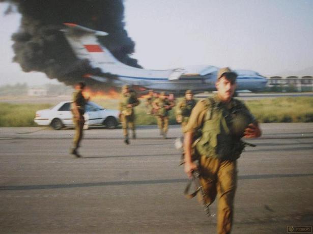 Ил-76 горит в аэропорту Кабула