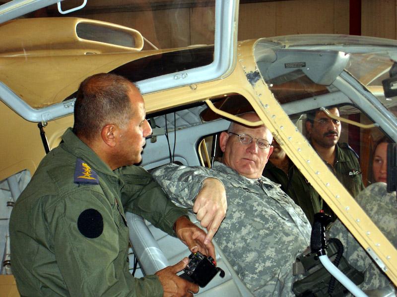 Американский генерал в кабине иракского SBL7-360 Seeker