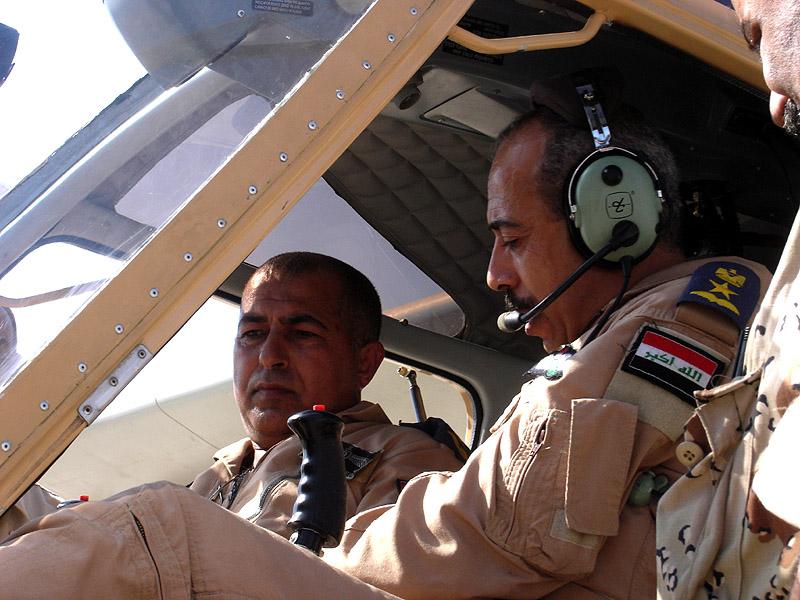 Иракские пилоты в кабине SBL7-360 Seeker