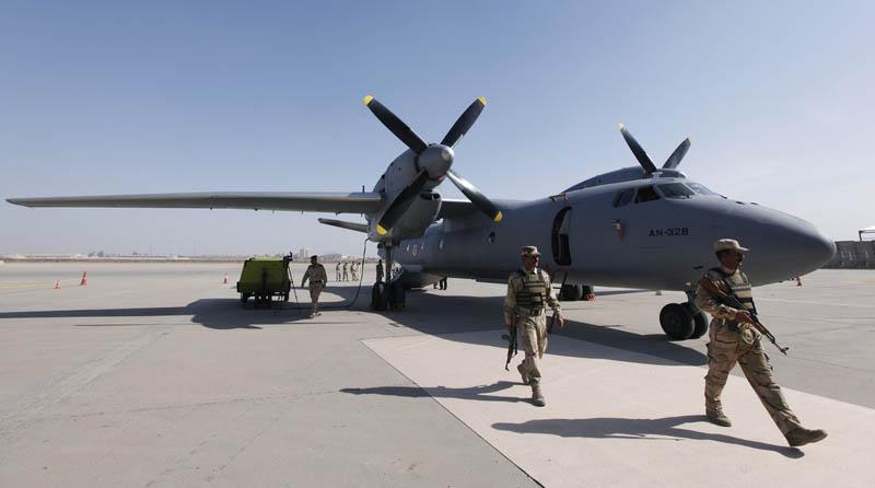 Иракский Ан-32Б на бетонке аэродрома