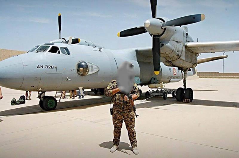 Иракский Ан-32Б с подвешенной на задний пилон бомбой
