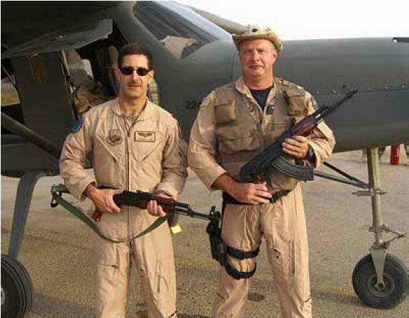 Американские летчики-испытатели около иракского Comp Air 7SLX