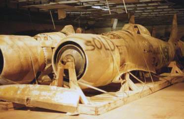 Фюзеляжи иракских Хаукер Фьюри на захваченной оккупантами иракской авиабазе