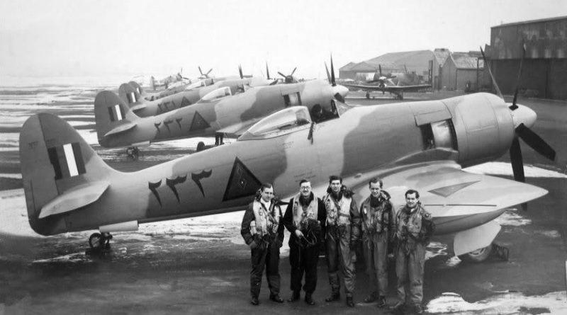 Английские пилоты перед началом перегонки новых иракских истребителей заказчику