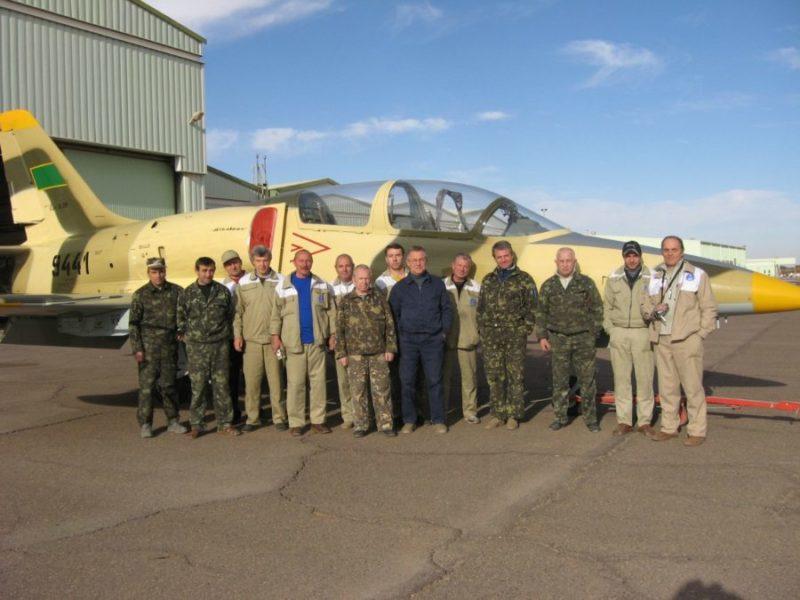 Ремонтники Одесского АРЗ около L-39ZO N9441