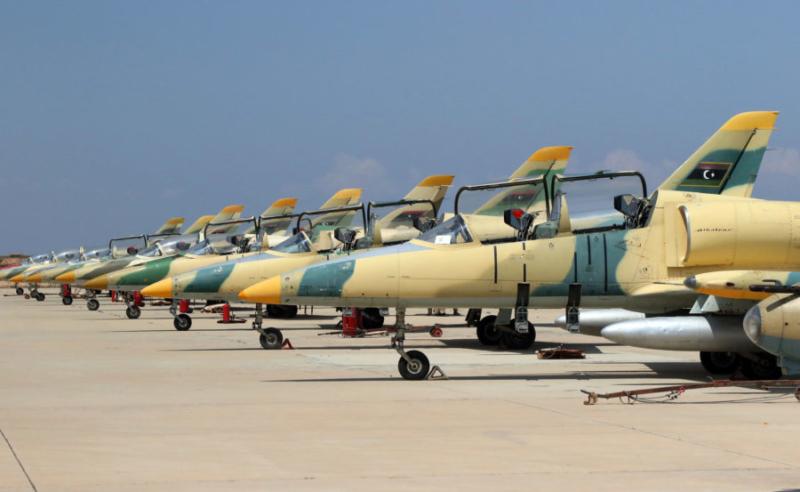 Линейка ливийских Л-39 в Мисурате