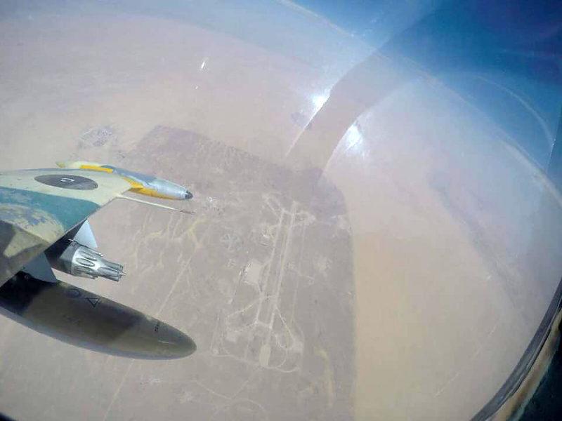 Принадлежащий Триполи Л-39 в небе над Al-Watiyah