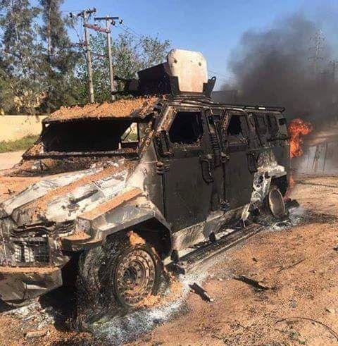 Броневик сожженный авианалетом защитников Триполи
