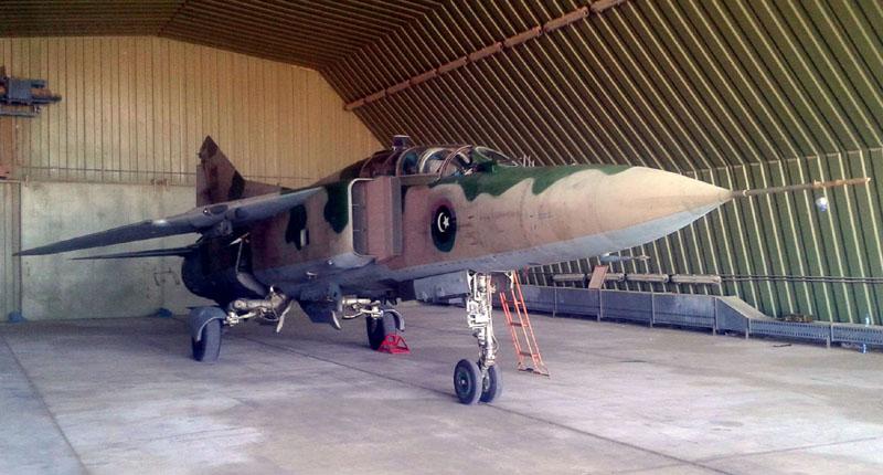 Тот же ливийский МиГ-23УБ с новым вариантом знаков