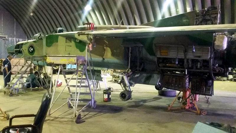 Ливийский МиГ-23УБ N8133 в ремонте