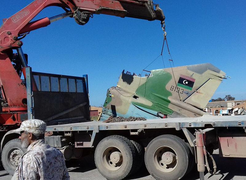 Хвостовая часть ливийского МиГ-23УБ N8133 на трейлере