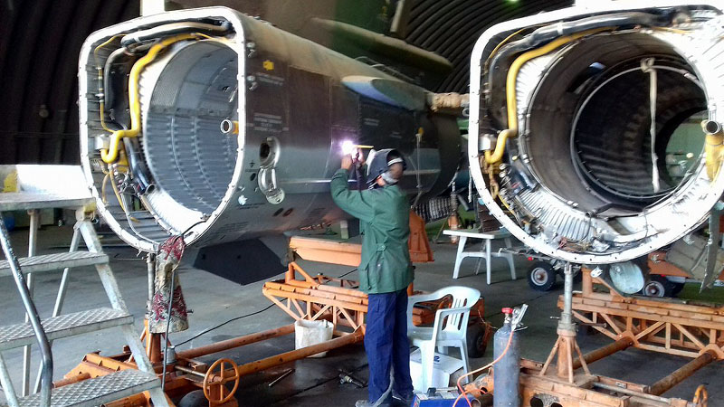 Две хвостовые части МиГ-23УБ