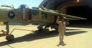 Ливийский МиГ-23УБ N8133 с красной звездой на хвосте