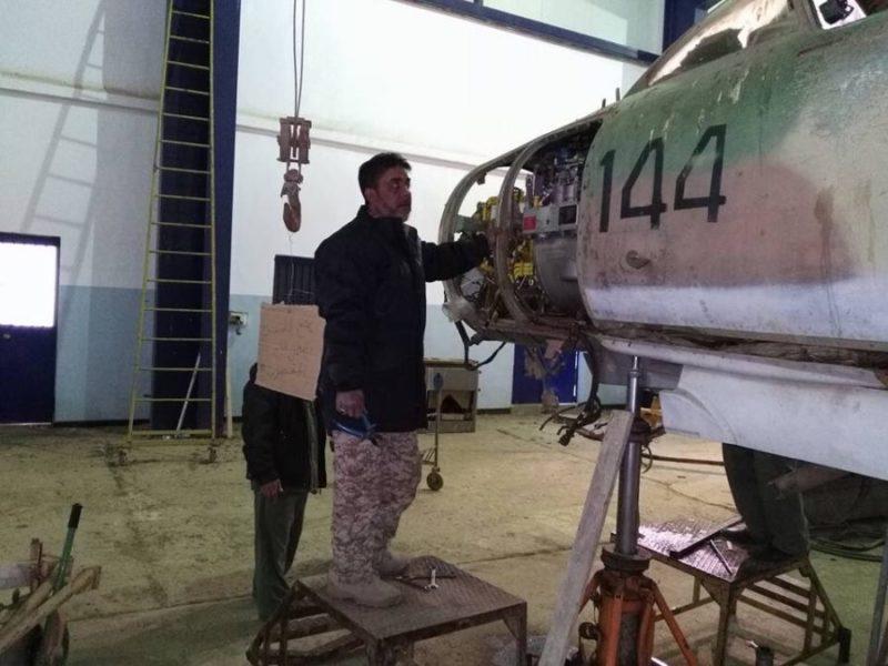 МиГ-23МЛ N6144 с разобранным приборным отсеком