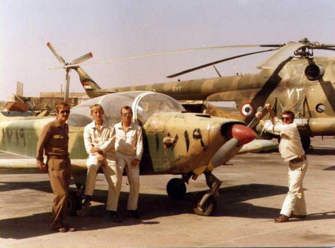 Советские советники около CASA/SIAT/MBB-223 Flamingo