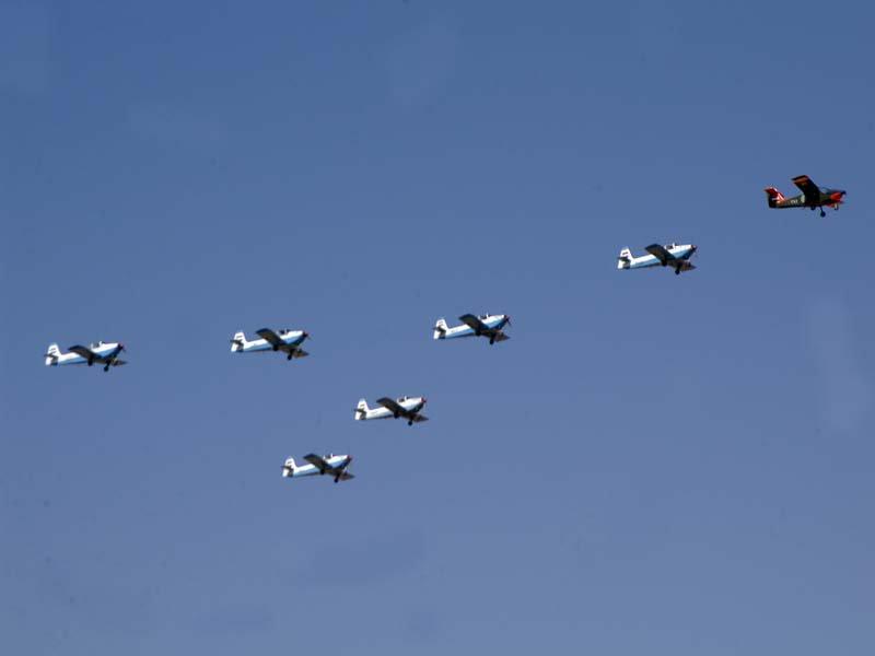 Полет 6 сирийских МВ-223 Flamingo на выпуске курсантов в 2008 году