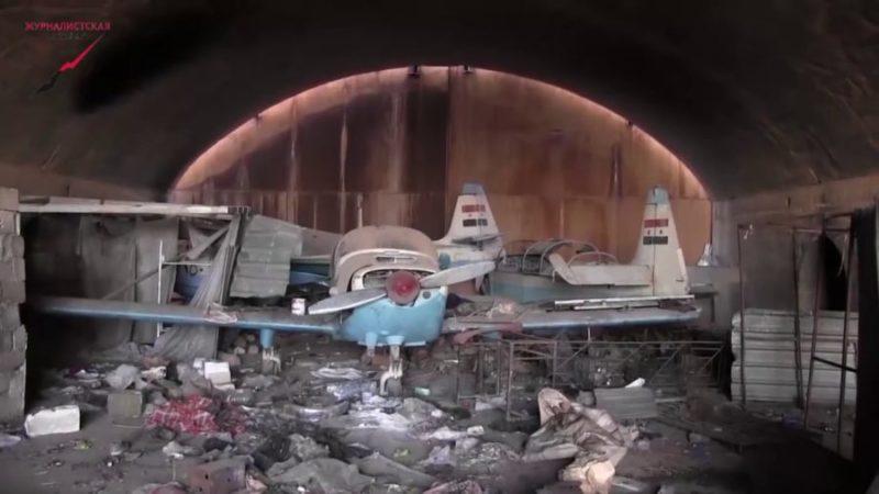 Три сирийских Фламинго в железобетонном укрытии на аэродроме Кверис